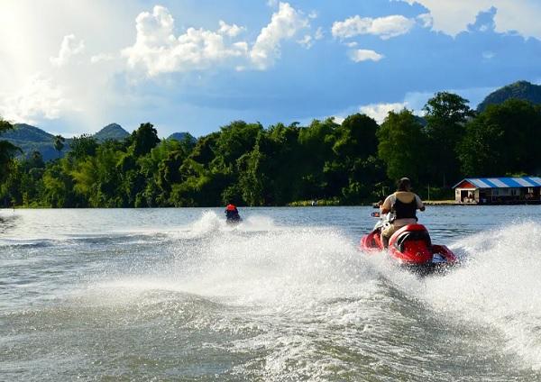 Du lịch Kanchanaburi đi đâu chơi, tham quan? Đi cano trên sông Kwai ở Kanchanaburi