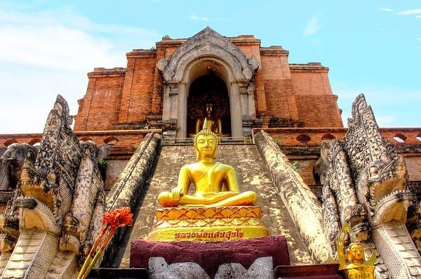 Kinh nghiệm du lịch Chiang Mai, ngôi tháp cổ xưa tại chùa Wat Chedi Luang