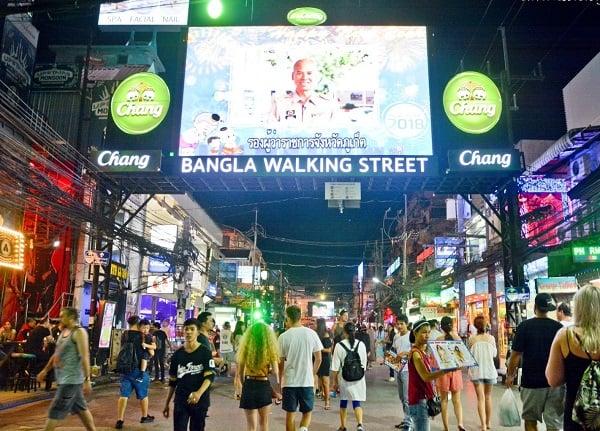 Kinh nghiệm du lịch Phuket: Du lịch Phuket buổi tối đi đâu chơi? Phố đi bộ và chợ đêm Bangla Phuket