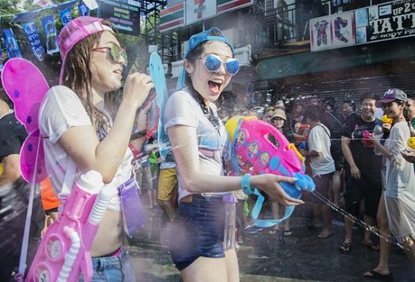 Lễ hội té nước Thái Lan: Không khí sôi động tại thủ đô Bangkok mùa lễ hội té nước