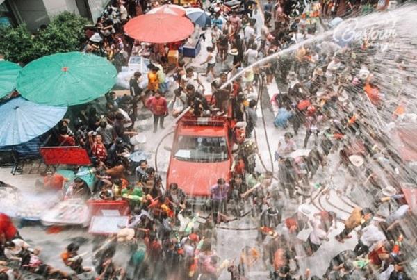 Lễ hội té nước ở Thái Lan tại Phuket: Xe cứu hỏa xuống đường tham gia lễ hội té nước