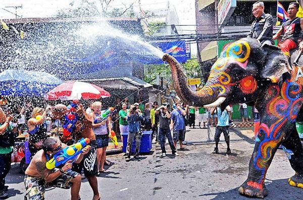 Lễ hội té nước ở Thái Lan tại Phuket