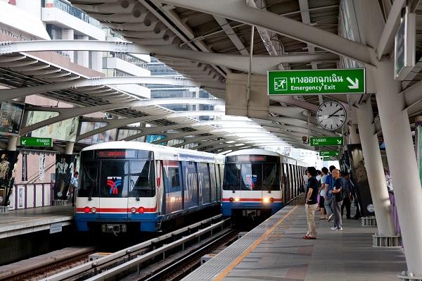 Di chuyển từ sân bay Don Muang về trung tâm Bangkok bằng tàu hoả