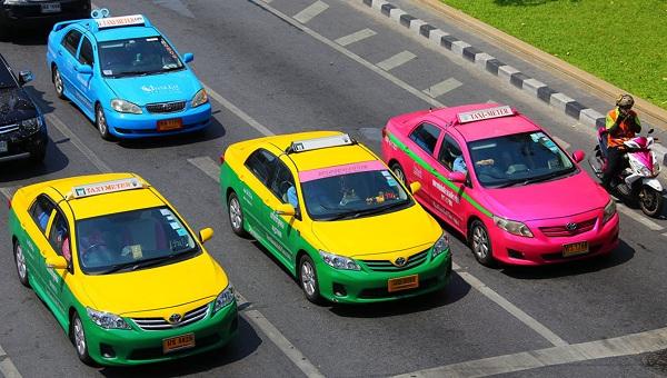 Đi từ sân bay Suvarnabhumi về trung tâm Bangkok bằng taxi
