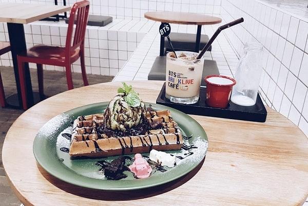 Combo bánh + nước uống tại BTS Brick Live Cafe