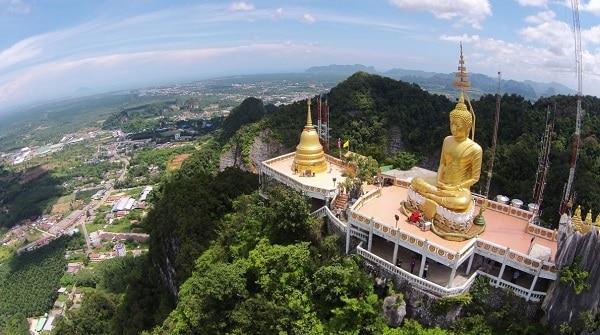 Du lịch Krabi nên chơi gì thú vị? Chinh phục chùa hang cọp với 1.237 bậc thang.