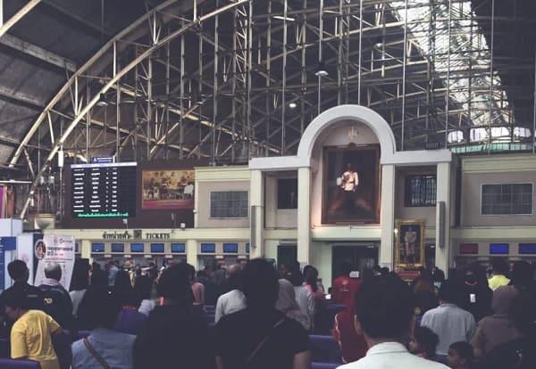 Khu vực mua vé tàu hỏa từ Bangkok đi Chiang Mai