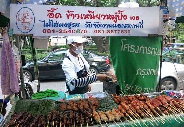 Kinh nghiệm ăn uống ở Bangkok, thức ăn đường phố là rẻ nhất