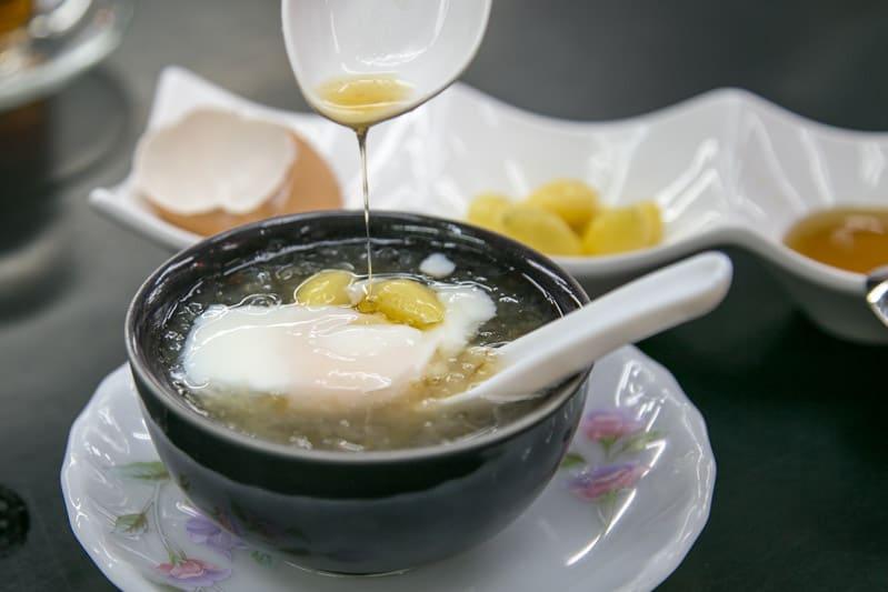 Món ăn vặt ở Bangkok ngon bổ dưỡng: Súp yến xào