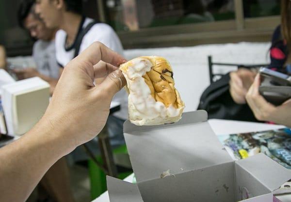 Bánh mỳ nướng mứt - Món ăn vặt ở Bangkok nên thử