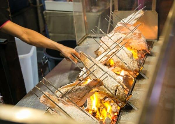 Món ăn vặt ở Bangkok nổi tiếng: Cá nướng muối