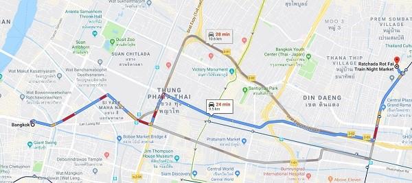 Chợ đêm nào nổi tiếng nhất ở Bangkok? Chợ đêm đường ray Ratchada.