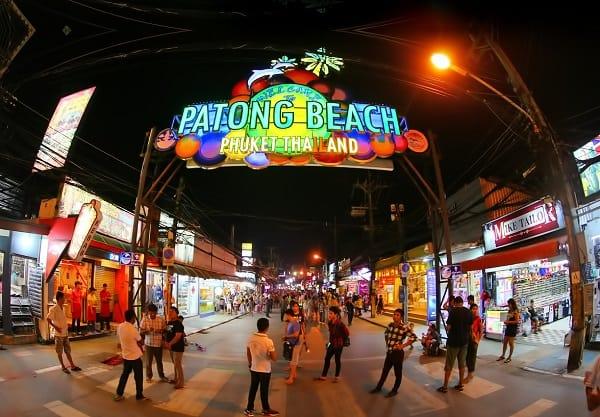 Du lịch Phuket nên ở đâu? khu vực nào? Patong với nhiều quán bar và câu lạc bộ đêm