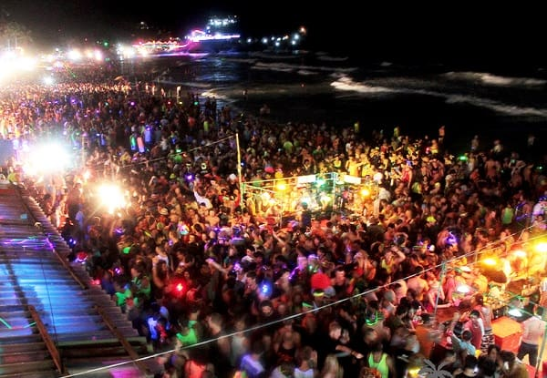 Đón Tết dương lịch ở Thái Lan, thưởng thức bữa tiệc trăng tròn tại Koh Phangan