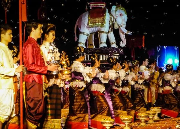 Du lịch Thái Lan tháng 12 có gì? lễ mừng sinh nhật của Vua Bhumibol