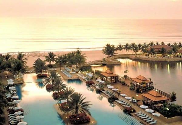 Đi tuần trăng mật ở Thái Lan nên đi đâu, làm gì? Nghỉ dưỡng tại một resort bên bãi biển Hua Hin