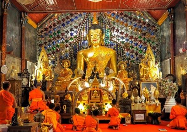 Du lịch Thái Lan tháng 9 có gì? Lễ hội Asanha Bucha